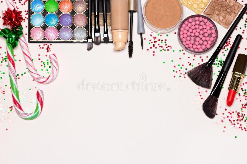 De schoonheidsmiddelen van de Kerstmismake-up met exemplaarruimte stock afbeeldingen