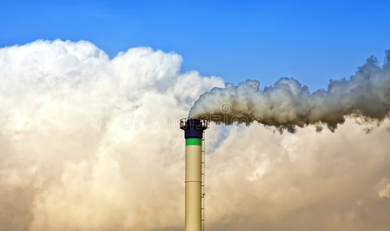 De schoorsteen van de industrie het roken royalty-vrije stock afbeelding