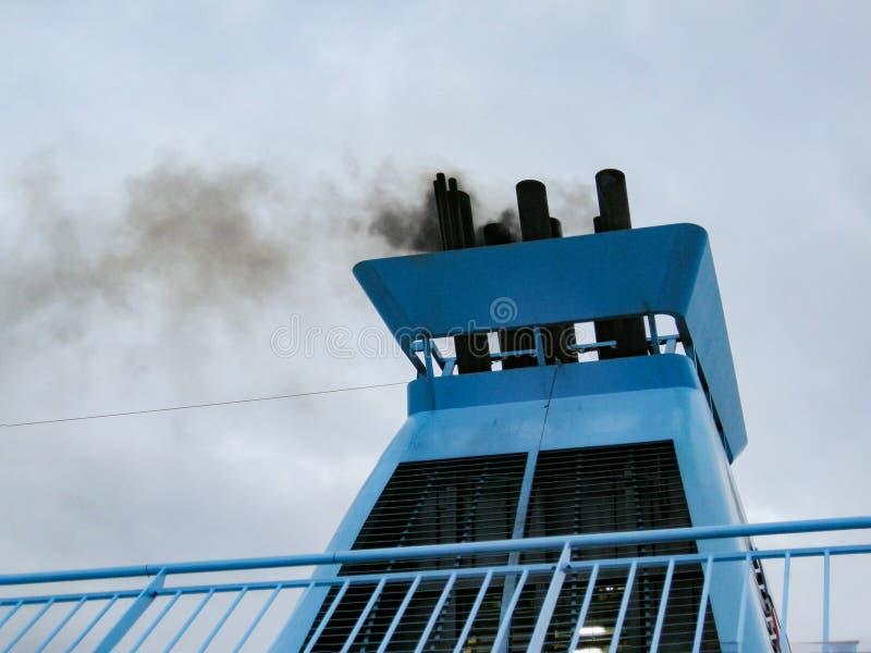 De schoorsteen van het veerbootschip het roken detail royalty-vrije stock foto's
