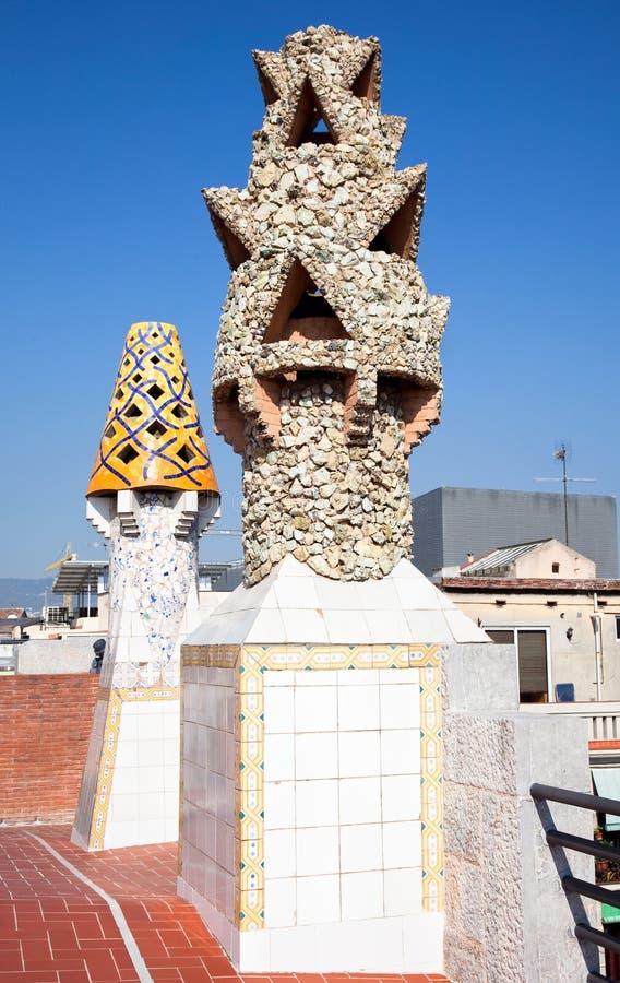De schoorstenen en de kegelopeningen stock afbeeldingen