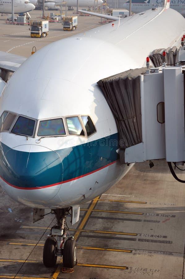 De schort van het vliegtuig en van het parkeren van de Luchthaven van Hongkong royalty-vrije stock afbeeldingen