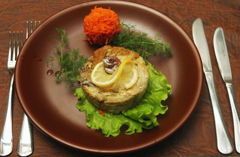 De schotel van het vlees met citroen 2 stock foto's