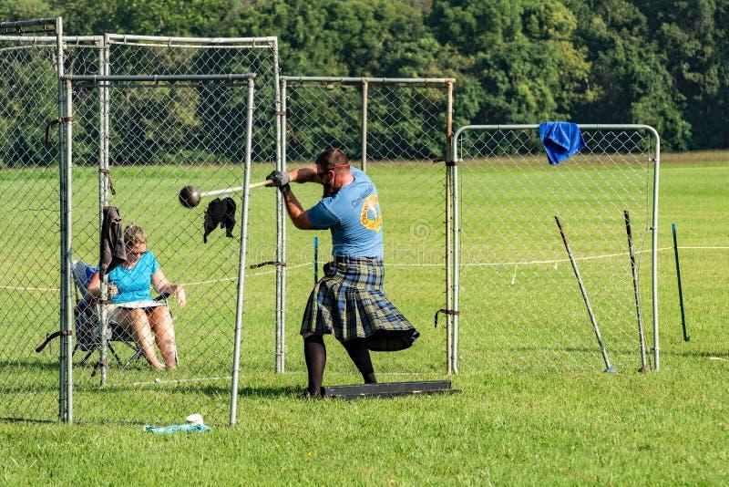 """De Schotse Hamer werpt †""""Hooglandspelen, Salem, VA royalty-vrije stock foto"""