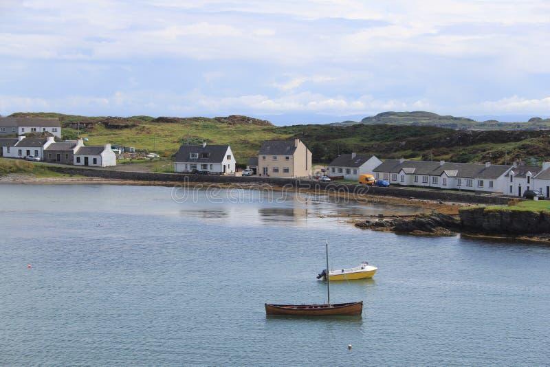 De Schotse stad van Haven Ellen op het Eiland Islay stock afbeeldingen