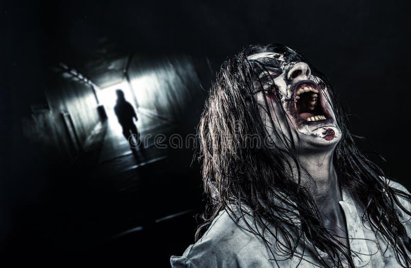 De schreeuwende vrouwelijke zombie royalty-vrije stock foto