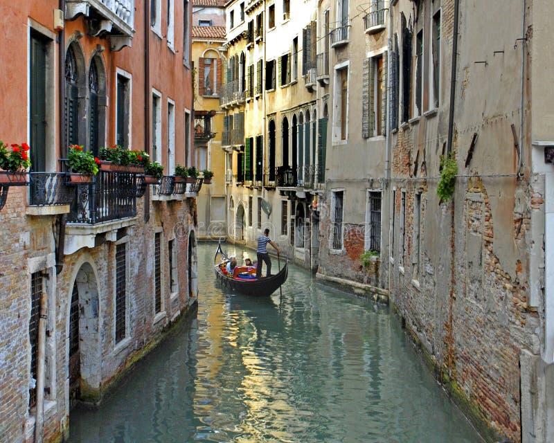 Download De Schrijver Uit De Klassieke Oudheid Van Venetië Redactionele Stock Afbeelding - Afbeelding bestaande uit aantrekkelijkheid, europa: 39109989