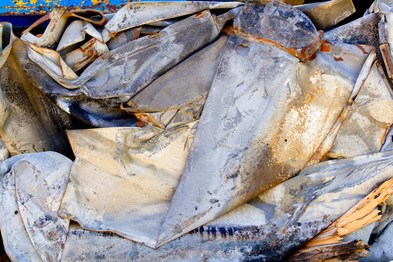 De schroot van het ijzer die wordt samengeperst om te recycleren royalty-vrije stock foto's