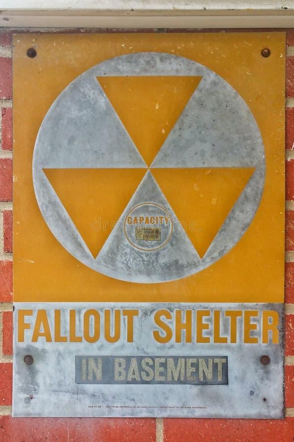 De schuilplaatsteken van de koude oorlog Kernradioactieve neerslag stock afbeelding