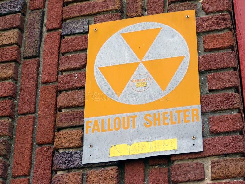 De schuilplaatsteken van de radioactieve neerslag stock foto