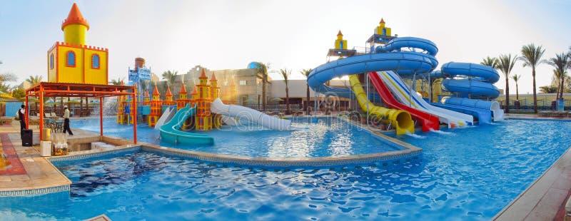 De schuiven van het panorama quapark, aquapark, waterpark royalty-vrije stock afbeeldingen