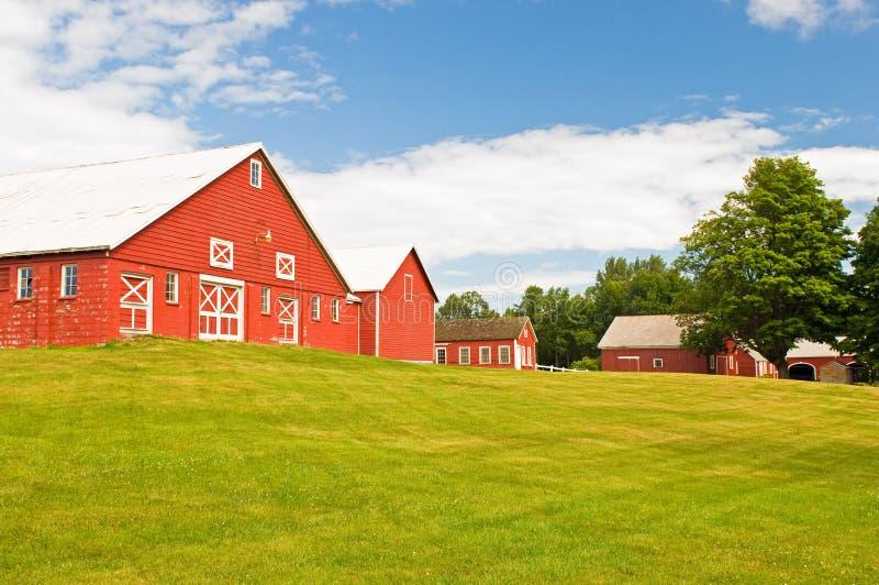 De schuur en het boerenerf van Vermont stock foto's