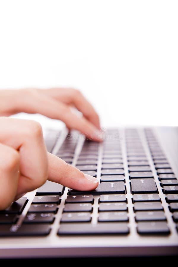 de secretaresse hand wat betreft computer GAAT sleutel tijdens wo in royalty-vrije stock afbeeldingen