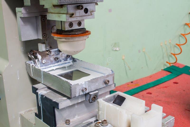 De semi-automachine van de Stootkussendruk/de Machine van de het Schermdruk stock afbeeldingen