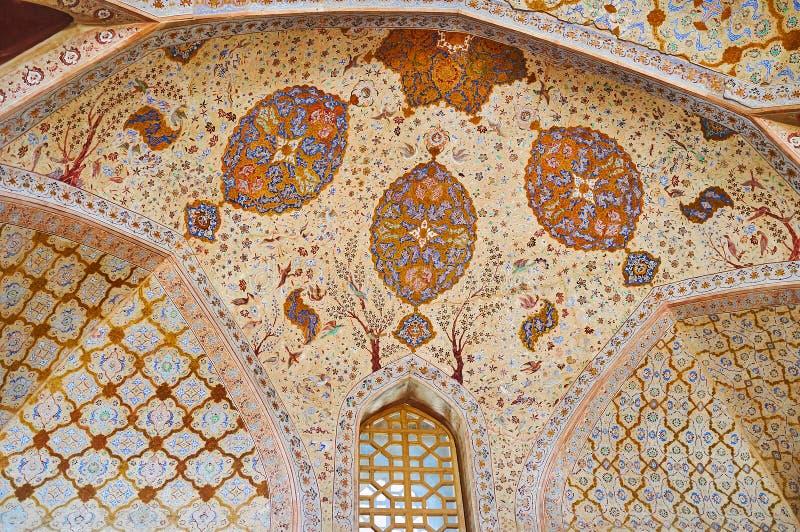 De semi-koepel van Ontvangstzaal in Ali Qapu-paleis, Isphahan, Iran stock foto