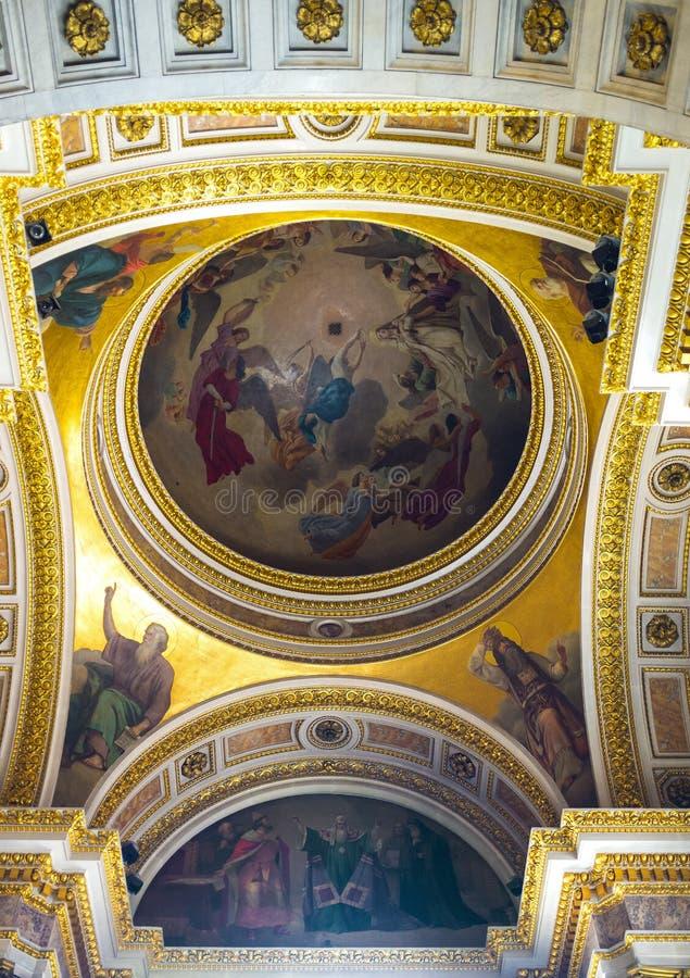 De semi-koepel van St Isaac Kathedraal in St. Petersburg royalty-vrije stock foto