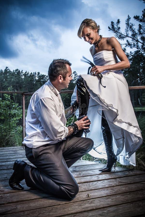 De session étrange de mariée et de marié photographie stock libre de droits