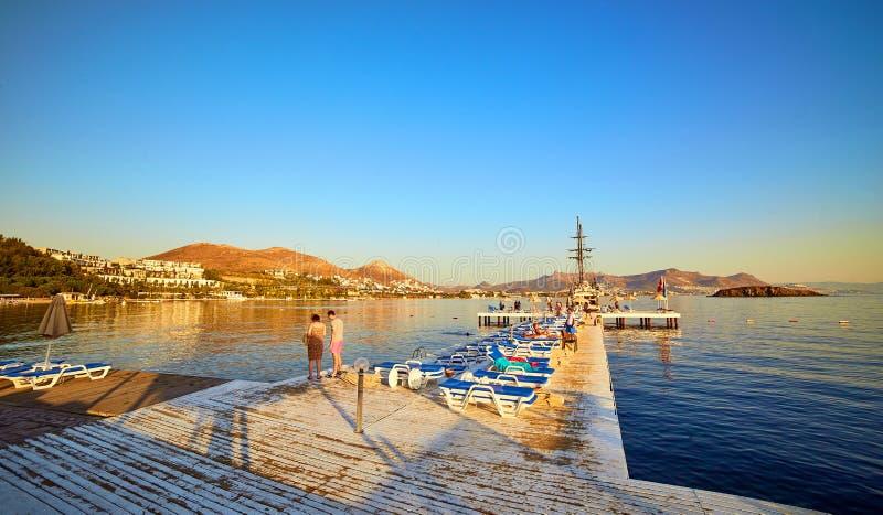 18 de setembro de 2017 - Bodrum, Turquia: Paisagem bonita do mar com o céu azul no dia ensolarado ver?o do Seascape do ar livre d fotografia de stock