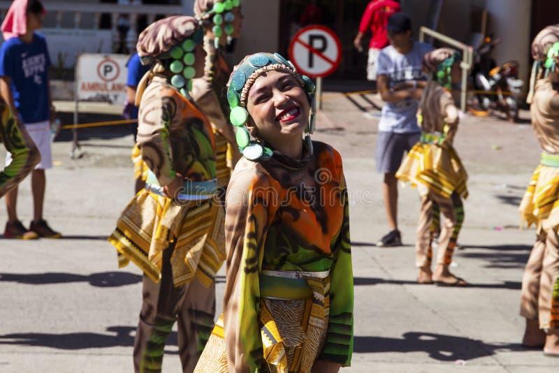 16 de setembro de 2017, Dumaguete, Filipinas - ator de sorriso do festival de Sandurot fotos de stock royalty free