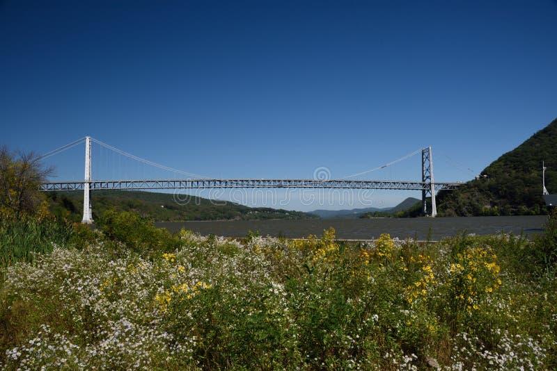 23 de setembro de 2017, Hudson River Valley, Estados de Nova Iorque A ponte da montanha do urso cruza Hudson River Just North Of  imagens de stock royalty free