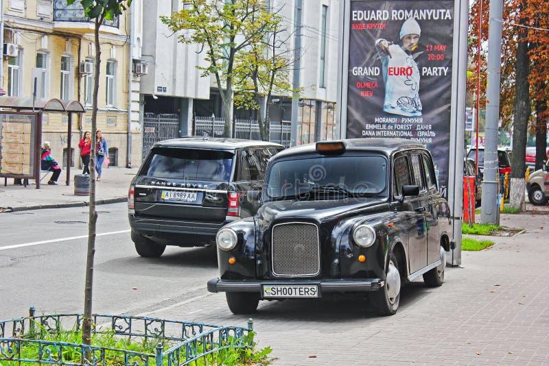 2 de setembro de 2017, Kiev - Ucrânia; Austin FX4 Táxi inglês em Kiev; imagens de stock royalty free