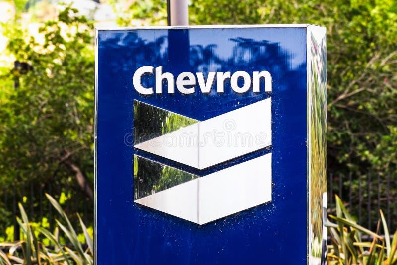 25 de setembro de 2019 San Ramon / CA / EUA - Sinal Chevron na sua sede social na área de baía de São Francisco; A Chevron Corpor imagem de stock