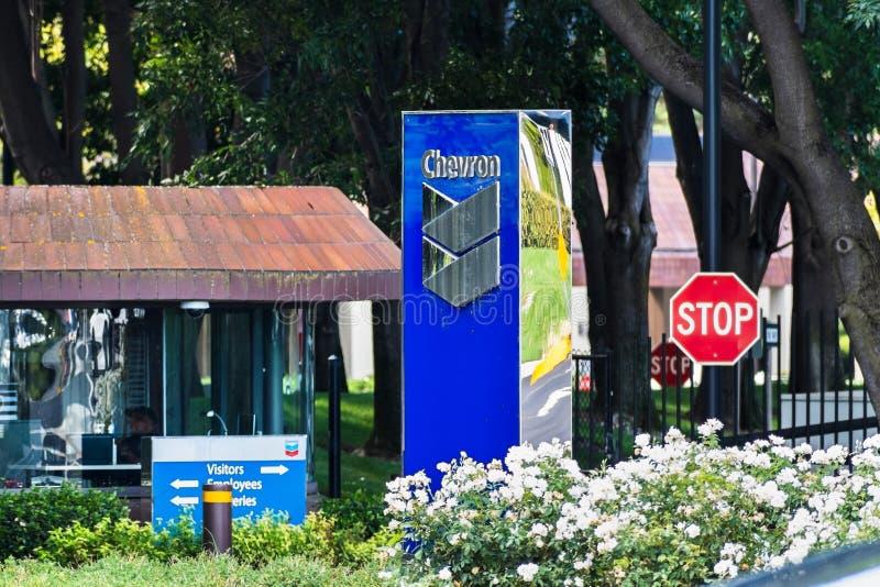 25 de setiembre de 2019 San Ramón / CA / USA - Entrada a la sede central corporativa de Chevron en el área de la bahía de San F fotos de archivo libres de regalías