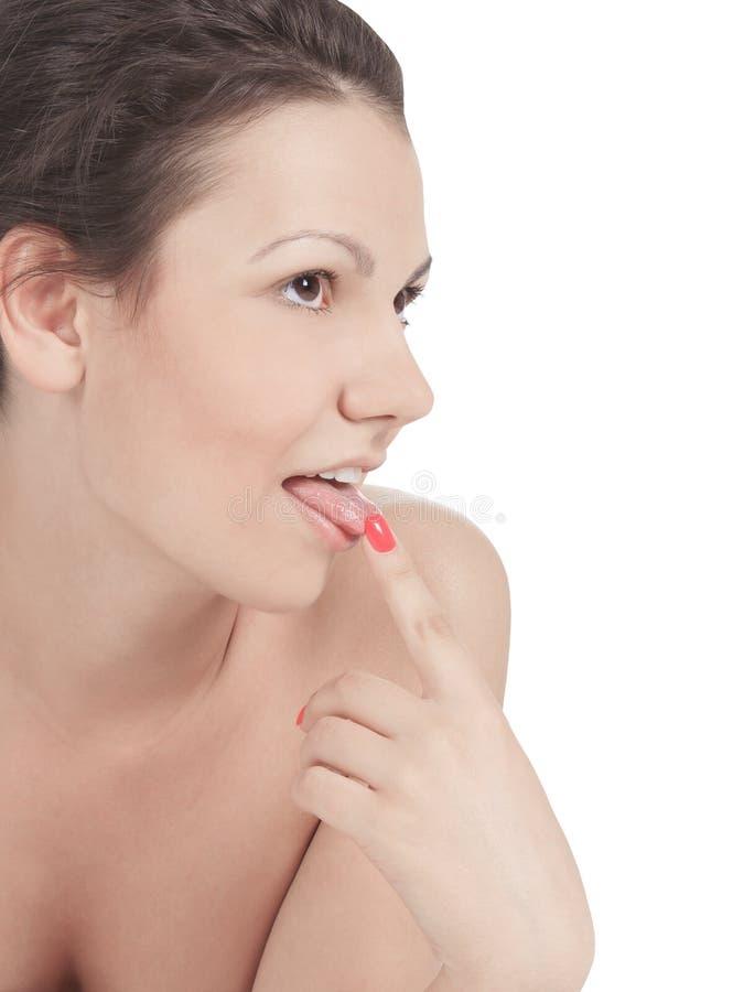 De sexy modieuze vrouw plakt uit haar tong royalty-vrije stock afbeelding