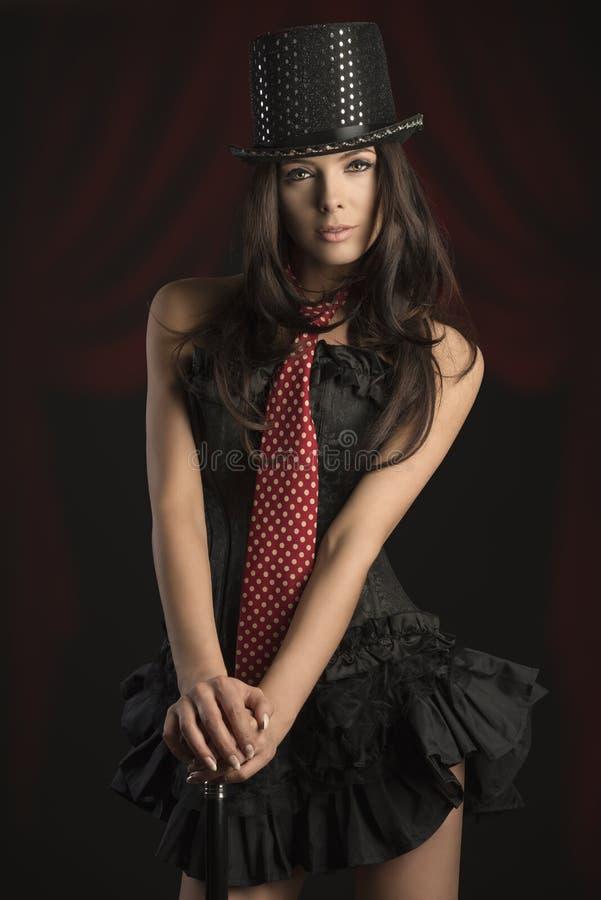 De sexy vrouw in cabaret toont stock fotografie
