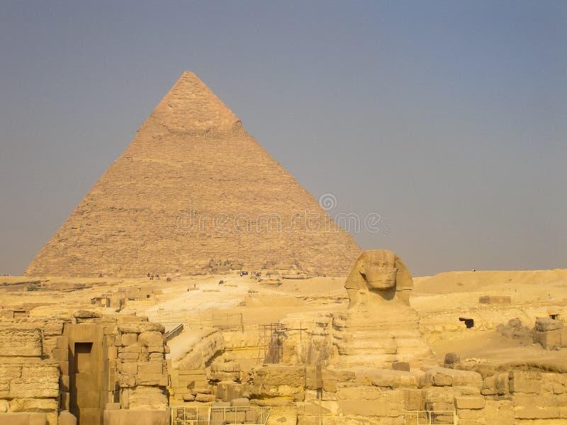 De Sfinx en de Grote Piramide stock foto's