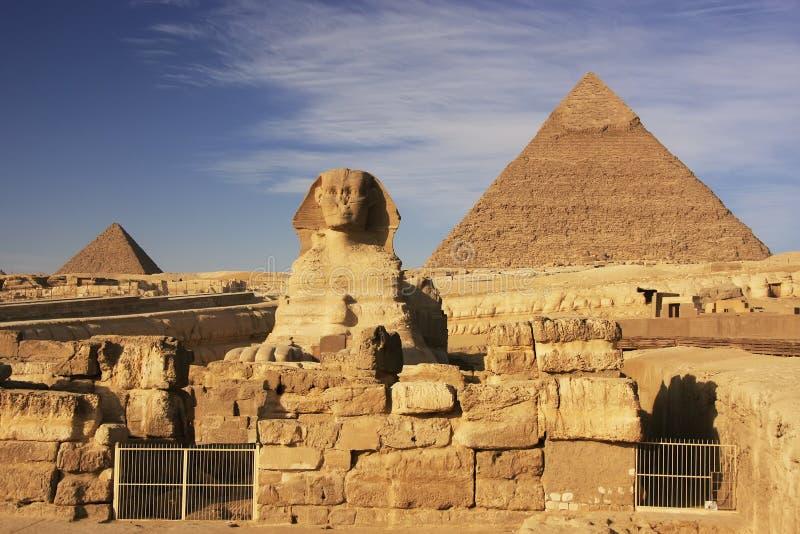 De sfinx en de Piramide van Khafre, Kaïro stock afbeeldingen