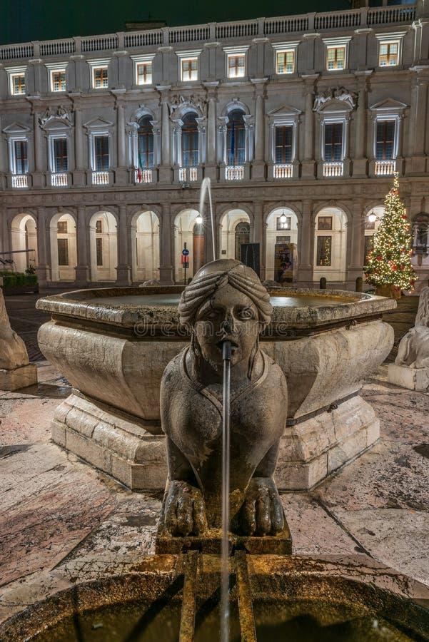 De Sfinx van de Contarini-fontein in de voorgrond vooraan stock foto's