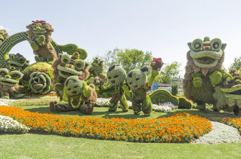 De Shangai: Celebración alegre de los nueve leones imágenes de archivo libres de regalías