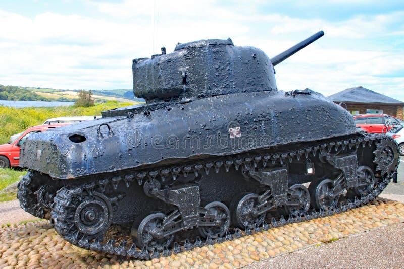 De Sherman-tank bij Slapton-zand in Devon Het was gedaald in actie tijdens Oefeningstijger die een repetitie voor de D-dag was royalty-vrije stock foto's