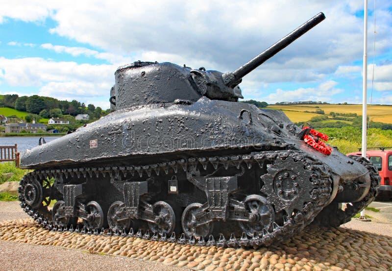 De Sherman-tank bij Slapton-zand in Devon Het was gedaald in actie tijdens Oefeningstijger die een repetitie voor de D-dag was stock fotografie