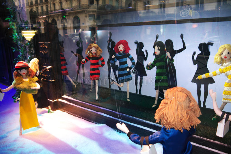 De Showcase 2015 van Printemps van maniermarionetten stock afbeelding