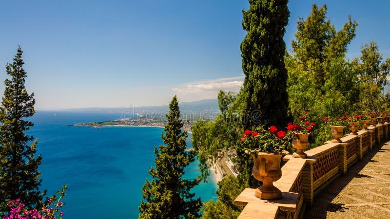 De Siciliaanse kust van Taormina - Italië royalty-vrije stock foto's