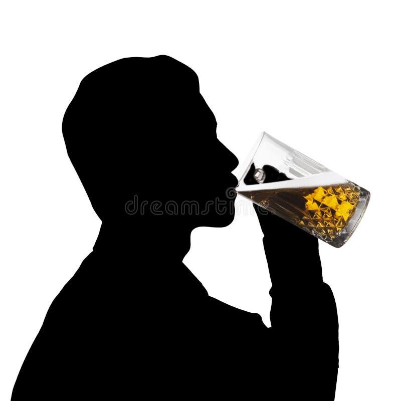De silhouetmens drinkt bier royalty-vrije stock fotografie