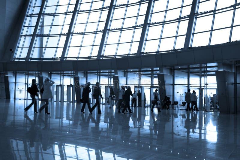 De silhouetten van mensen bij luchthaven royalty-vrije stock foto