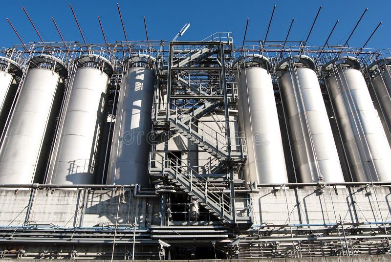 De silo's van de fabriek royalty-vrije stock afbeeldingen