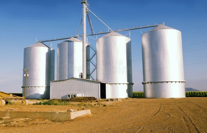 De silo van de korrel op landbouwbedrijf in Gilbrt, AZ stock fotografie