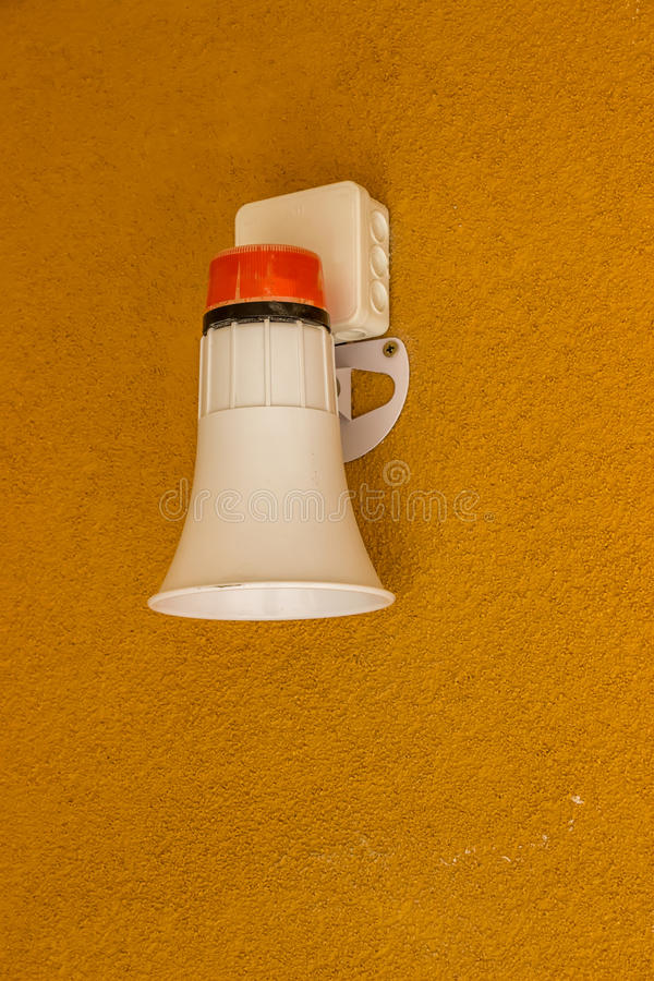 De sirene van de brandalarmnoodsituatie op muur royalty-vrije stock afbeeldingen