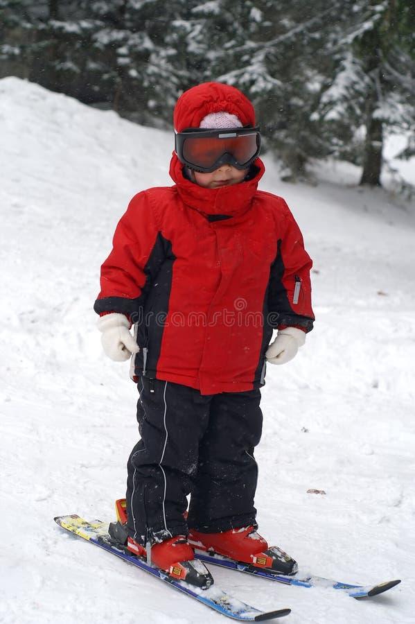 De ski van het kind - eerste bewegingen royalty-vrije stock afbeelding