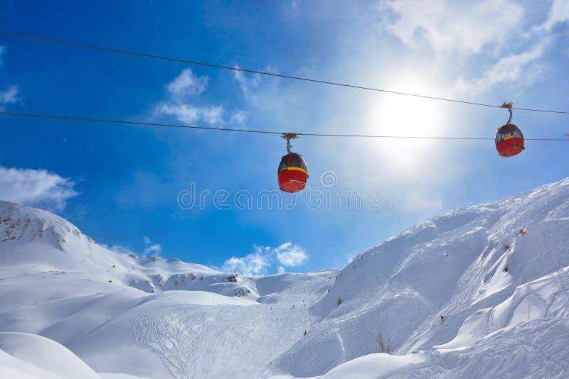 De skitoevlucht Kaprun Oostenrijk van bergen stock foto's