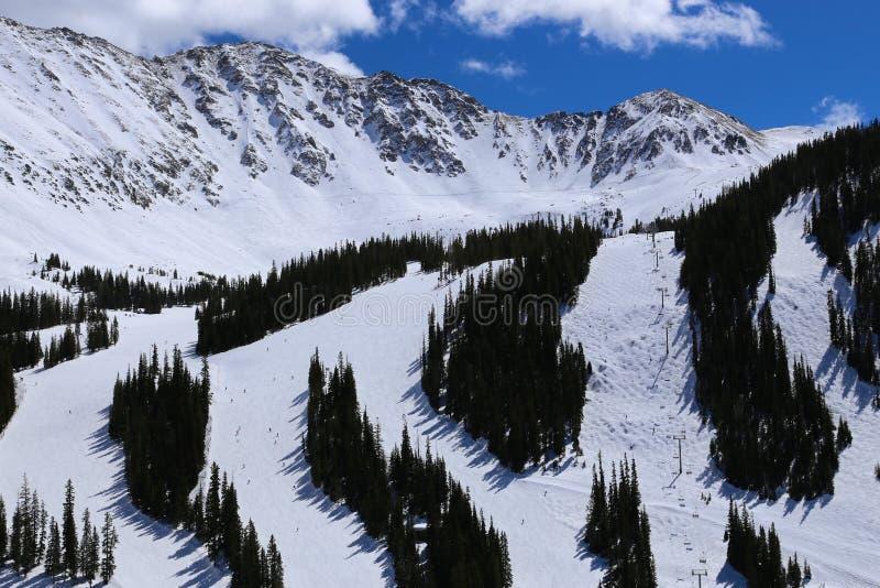 De skitoevlucht van Colorado van het Arapahoebassin in de winter met sneeuw omvat Rocky Mountains stock foto's