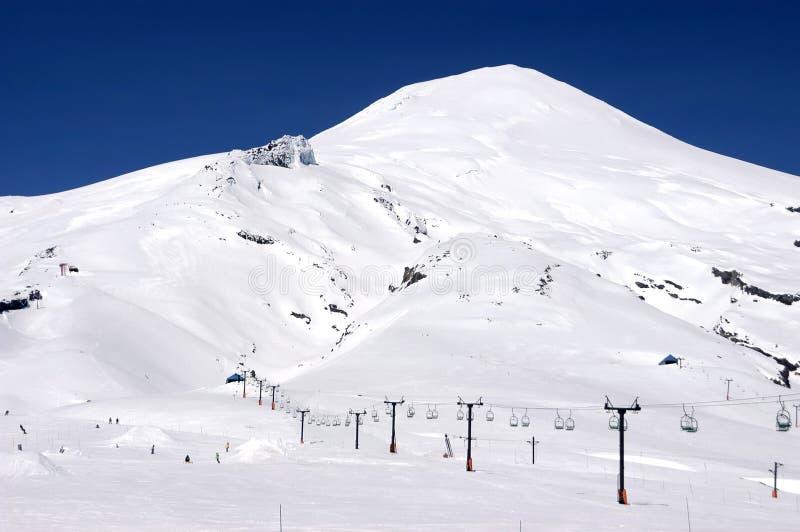 De skitoevlucht van de vulkaan Villarrica en Pucon in Chili royalty-vrije stock fotografie