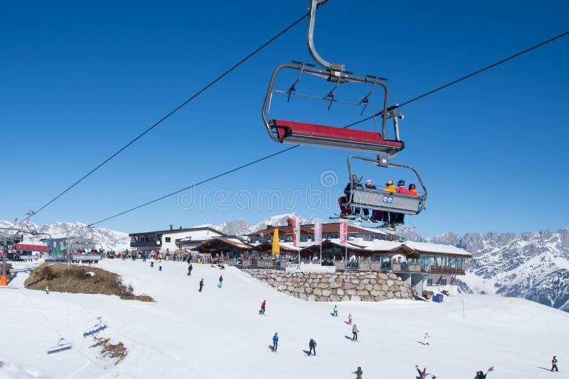 De Skitoevlucht van Ellmaualpen in Oostenrijk stock fotografie