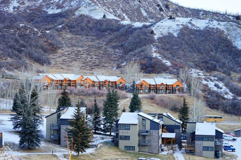 Download De Skitoevlucht Van De Sneeuwmassa Redactionele Fotografie - Afbeelding bestaande uit hoog, alpien: 107708767