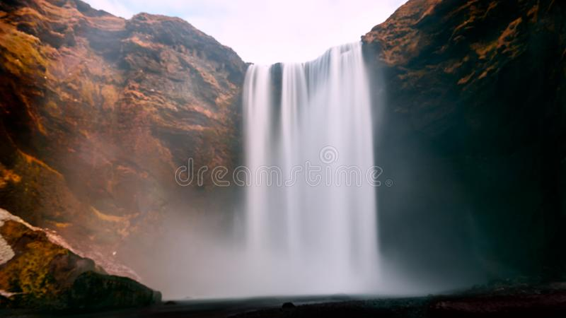 De Skogafosswaterval is één van de vijf grootste watervallen in IJsland stock foto