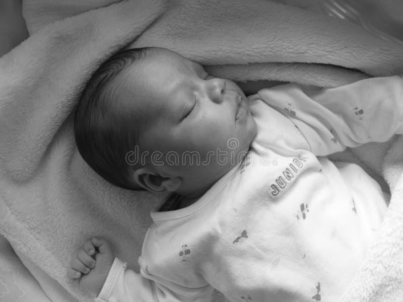 De slaap van de baby op zijn rug royalty-vrije stock foto