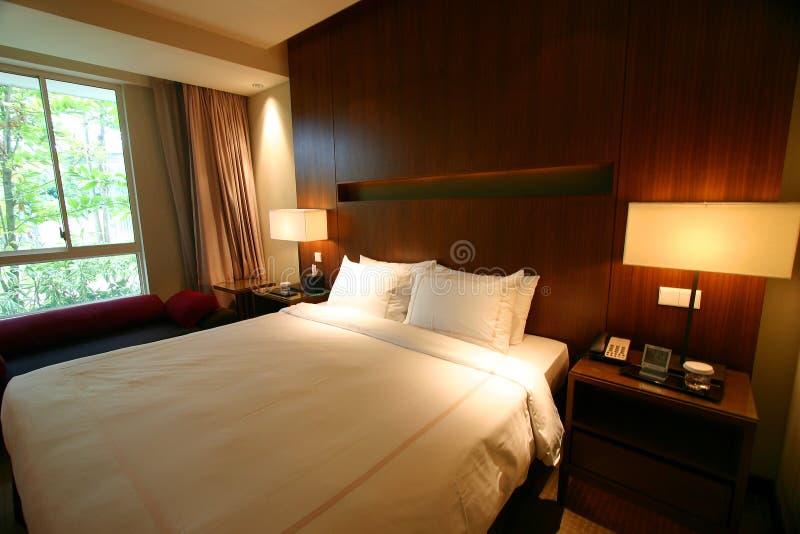 De slaapkamer tweepersoonsbed van het hotel